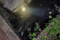 Ra chơi cùng bạn giữa trời mưa lớn, bé trai 4 tuổi trượt chân té xuống mương bị nước cuốn mất tích