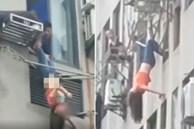 Người phụ nữ say rượu bị ngã khỏi cửa sổ, may mắn giữ được mạng sống nhờ sào phơi đồ, đoạn video được chia sẻ khiến mọi người thót tim