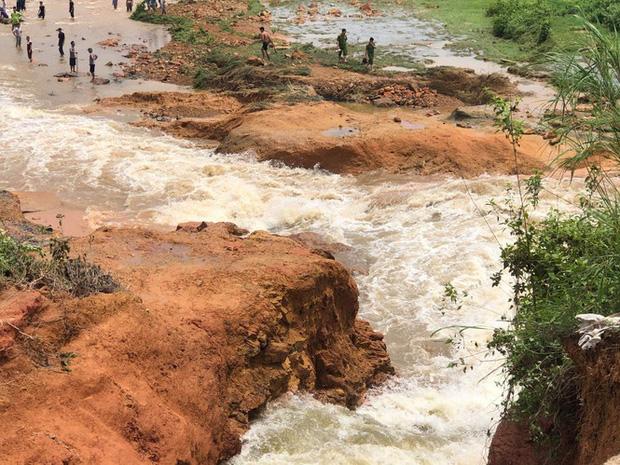 Phú Thọ vỡ đập thủy lợi, khẩn cấp di dời các hộ dân-3