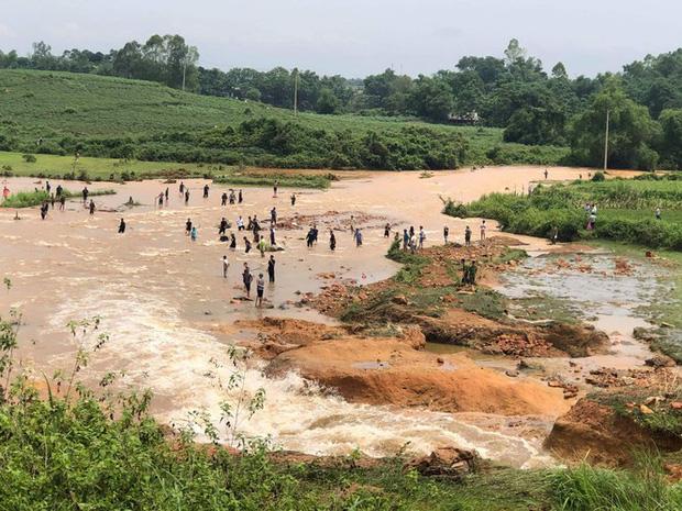 Phú Thọ vỡ đập thủy lợi, khẩn cấp di dời các hộ dân-4