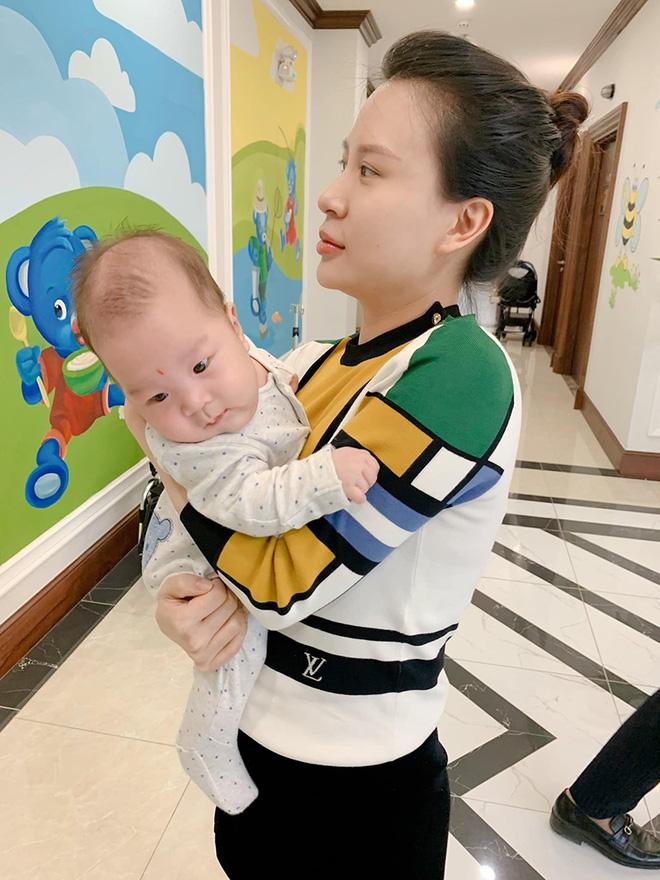 Sắc vóc vợ hai kém 8 tuổi của MC Thành Trung sau khi sinh đôi-6