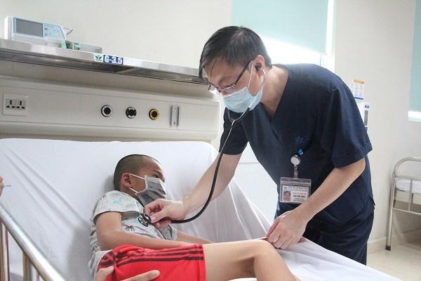 Bé trai liệt nửa người vì di chứng viêm não Nhật Bản: Dấu hiệu phụ huynh không được chủ quan-1