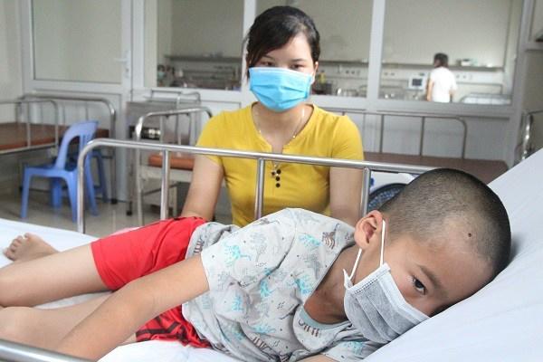 Bé trai liệt nửa người vì di chứng viêm não Nhật Bản: Dấu hiệu phụ huynh không được chủ quan-2