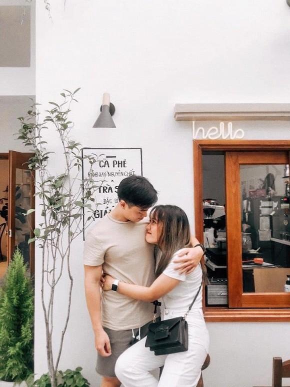 Được bố mẹ cho nhà bỏ hoang 10 năm, đôi vợ chồng trẻ tân trang thành quán cà phê nhỏ xinh-15