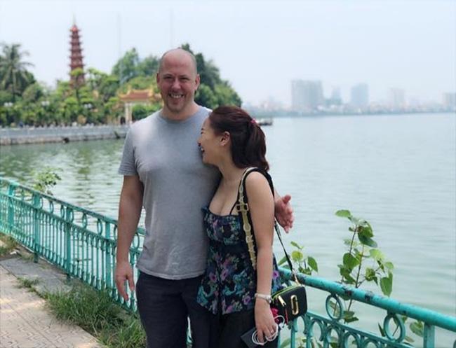 Vợ cũ MC Thành Trung Thu Phượng hạnh phúc bên bạn trai ngoại quốc, yêu thương chiều chuộng con gái như bố đẻ-2