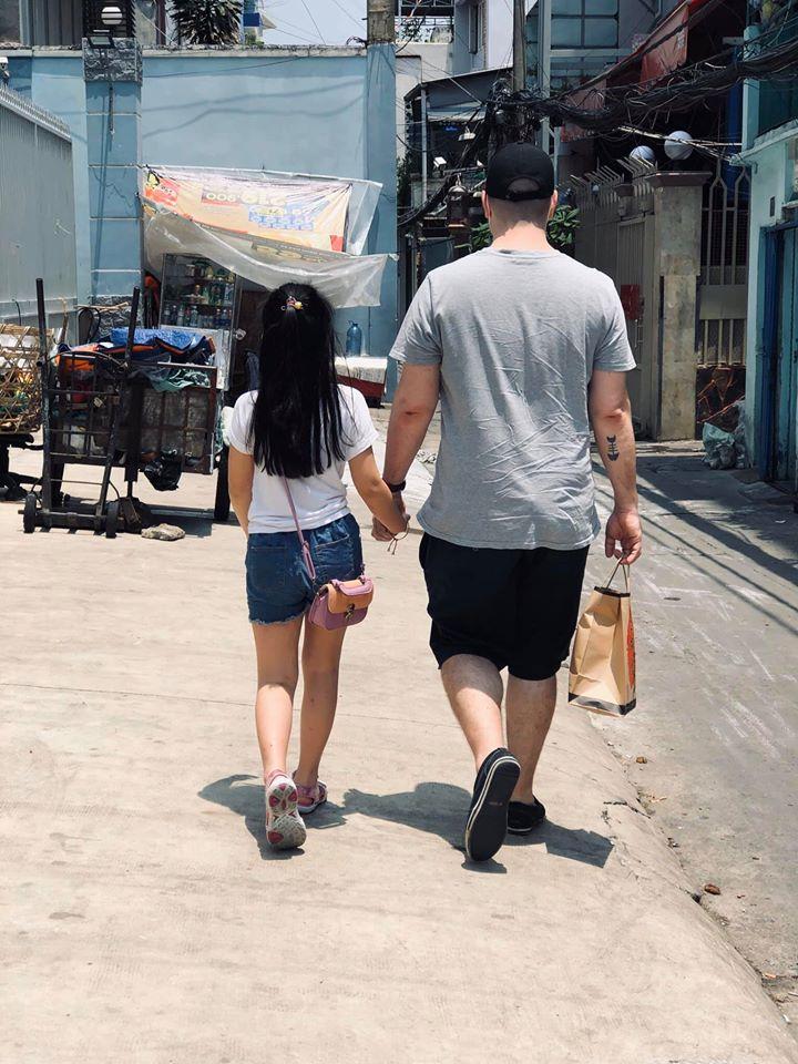 Vợ cũ MC Thành Trung Thu Phượng hạnh phúc bên bạn trai ngoại quốc, yêu thương chiều chuộng con gái như bố đẻ-4