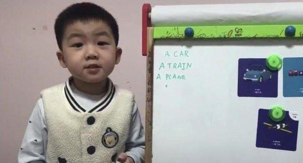 Mới 4 tuổi, cậu bé này đã sở hữu khả năng đáng kinh ngạc khiến nhiều người lớn thốt lên: Tôi còn thua kém 1 đứa trẻ!-1
