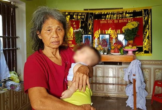 Bố mẹ và anh qua đời, bé trai 5 tháng tuổi được bà nội bế đi khắp xóm xin sữa-1