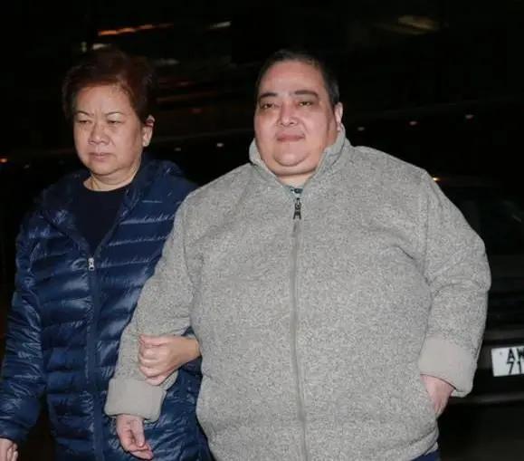 Cô con gái đáng thương bị vua sòng bài Macau lạnh nhạt nhưng vẫn yêu cha, người duy nhất đứng ngoài cuộc chiến giành tài sản 1.600 tỷ đồng-2