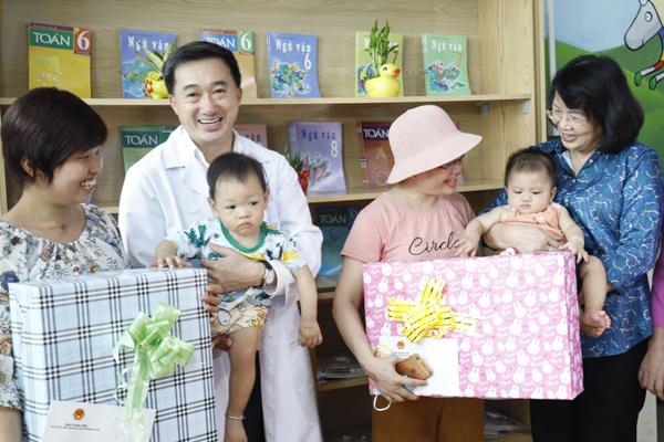 Mẹ con Bình An sau 1 năm thực hiện ca mổ ngồi bắt thai-3