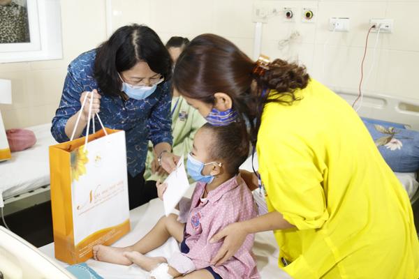Mẹ con Bình An sau 1 năm thực hiện ca mổ ngồi bắt thai-4