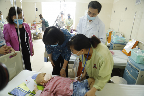 Mẹ con Bình An sau 1 năm thực hiện ca mổ ngồi bắt thai-5