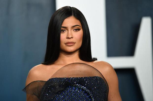 Forbes tuyên bố Kylie Jenner không còn là tỷ phú đô la, cáo buộc chiêu trò, giả mạo giấy tờ với tài sản thực gây sốc-2