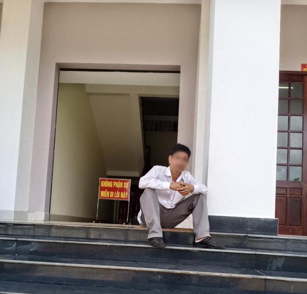 Vụ bị cáo tự tử sau khi bị tuyên 3 năm tù: Nạn nhân uống hết 1 chai thuốc trừ sâu trước khi nhảy lầu tại TAND Bình Phước-2