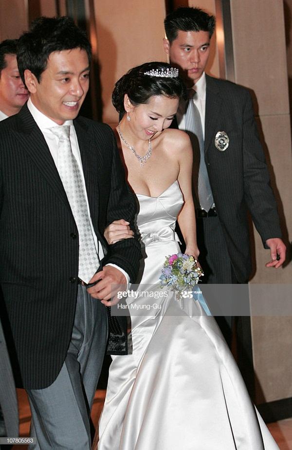 15 năm vợ chồng của Kim Nam Joo: Từ chối vô số mỹ nam để kết hôn với một người đàn ông từng li dị vợ, đến lúc đẻ con đầu lòng lại bị nghi ngờ của người khác-3