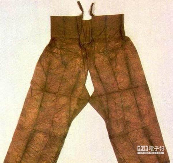 Vì nguyên do gì mà nữ nhân cổ đại không được phép mặc quần nội y, đến thời nhà Hán lại thịnh hành mốt quần không đáy?-1