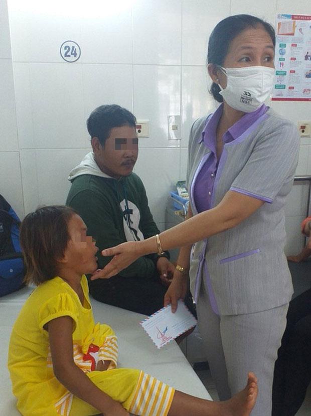 Diễn biến sức khỏe bé gái 6 tuổi bị cha đánh, giẫm đạp dã man-1