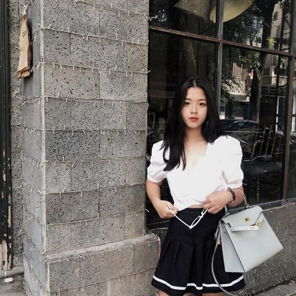 Con gái út 16 tuổi nhà nghệ sĩ Chiều Xuân gây choáng với màn khóa môi bạn trai tình tứ-3