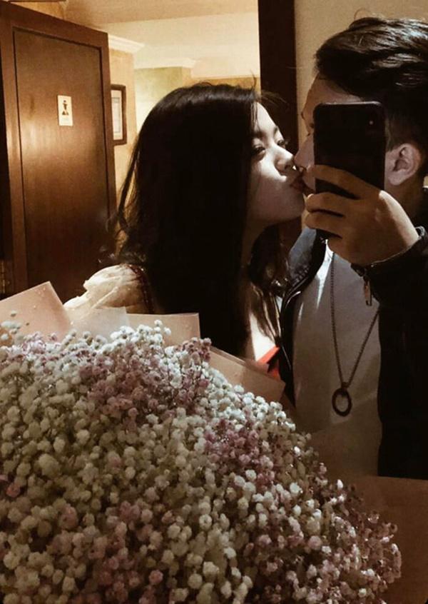 Con gái út 16 tuổi nhà nghệ sĩ Chiều Xuân gây choáng với màn khóa môi bạn trai tình tứ-5