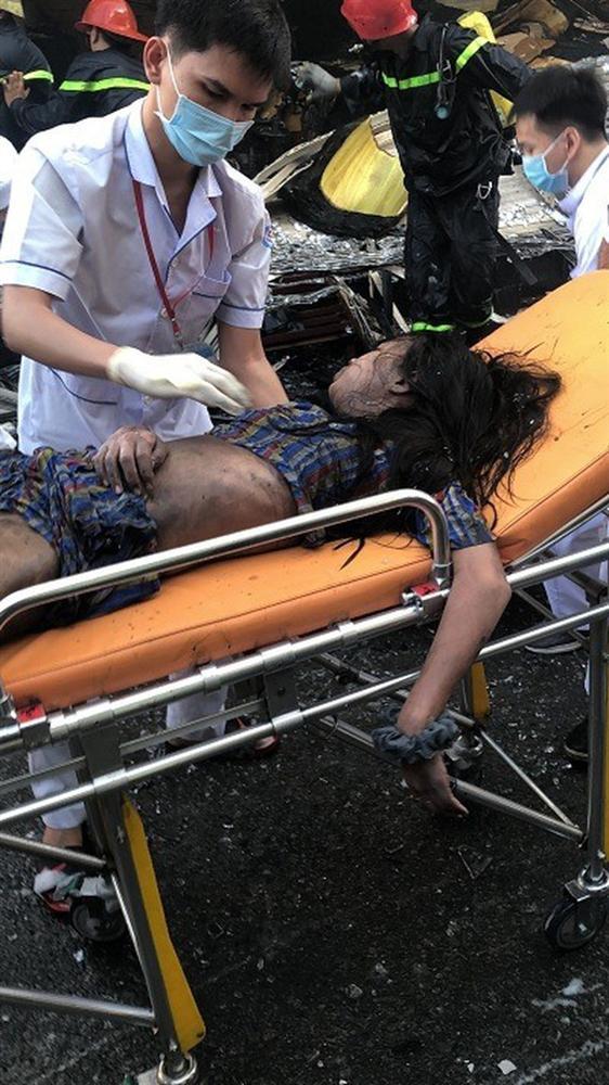 Giải cứu 7 người mắc kẹt trong căn nhà bốc cháy dữ dội ở Sài Gòn-3