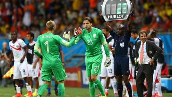 Bùi Tiến Dũng lại hoá người hùng luân lưu, tái hiện y hệt khoảnh khắc kinh điển ở World Cup-1
