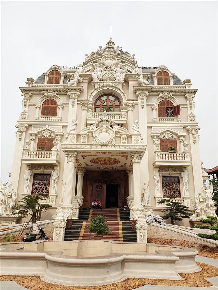Choáng váng trước tòa lâu đài xây gần 10 năm của triệu phú Nam Định, ngày cưới cô dâu nhận vương miện 100 cây vàng-3