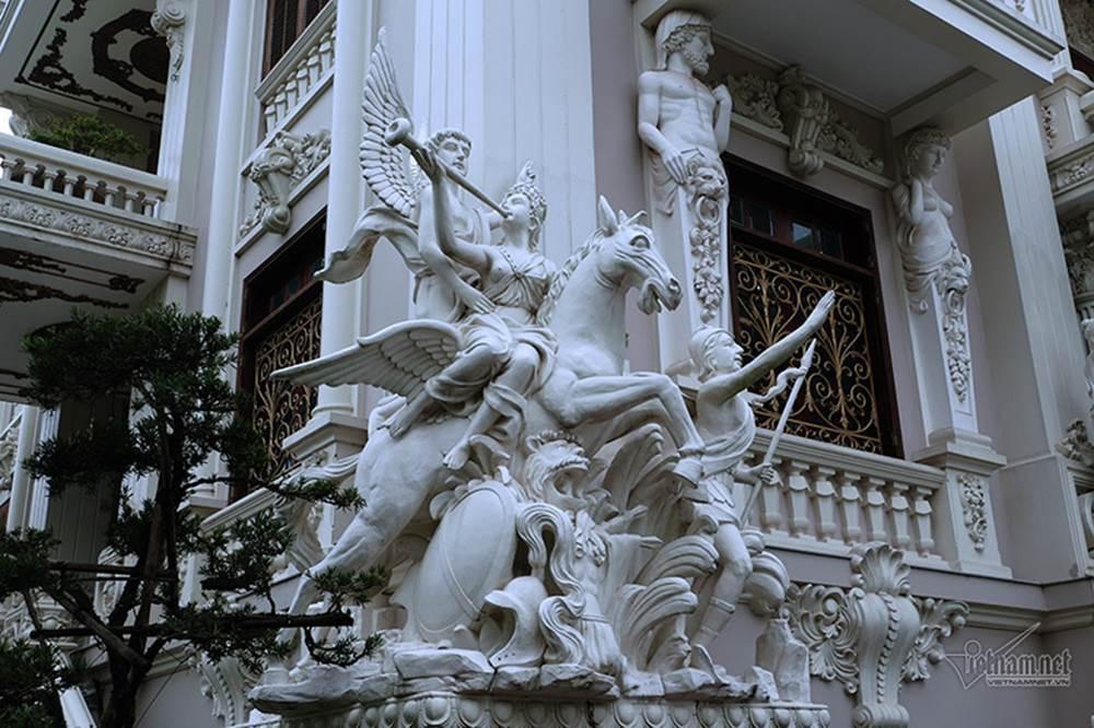 Choáng váng trước tòa lâu đài xây gần 10 năm của triệu phú Nam Định, ngày cưới cô dâu nhận vương miện 100 cây vàng-7