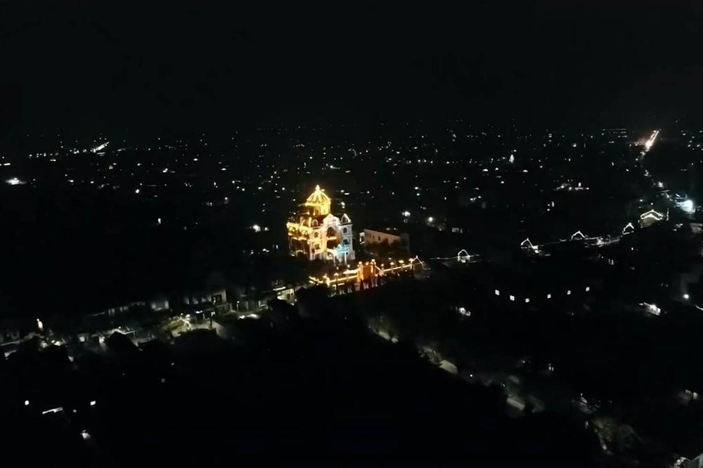Choáng váng trước tòa lâu đài xây gần 10 năm của triệu phú Nam Định, ngày cưới cô dâu nhận vương miện 100 cây vàng-11