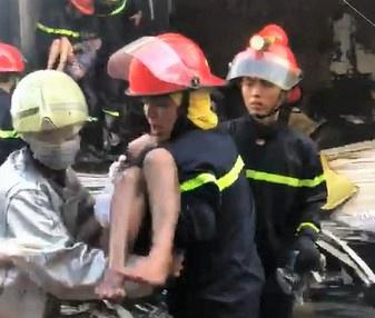 Một trong 7 người mắc kẹt tại đám cháy ở TP.HCM tử vong-1