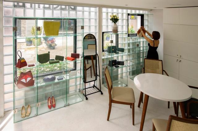 Ngỡ ngàng nhà kính 18m2 độc đáo được cải tạo từ nhà hoang ở Sài Gòn-2