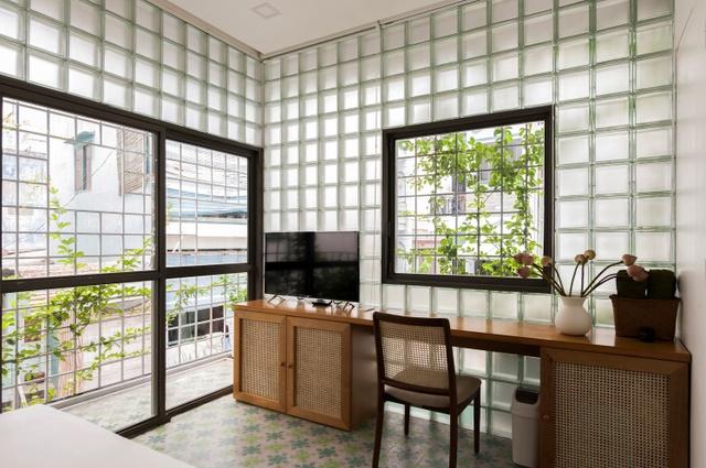 Ngỡ ngàng nhà kính 18m2 độc đáo được cải tạo từ nhà hoang ở Sài Gòn-4