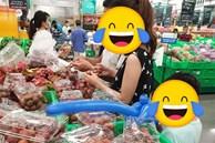 Đi cùng con nhỏ tới siêu thị mua mận nhưng lại có hành động cực xấu tính, cặp vợ chồng trẻ khiến dân mạng bức xúc