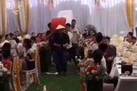 Cả hôn trường 'ngã ngửa' khi bạn bè chú rể khiêng quà cưới vào tặng, nhiều chi tiết 'độc - lạ' khiến bao người bức xúc thay cho nhân vật chính