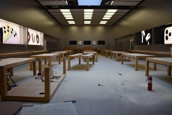 Người biểu tình tàn phá Apple Store và nhiều cửa hàng Mỹ-1