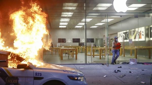 Người biểu tình tàn phá Apple Store và nhiều cửa hàng Mỹ-3