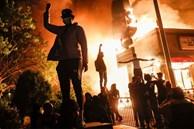 Người biểu tình tàn phá Apple Store và nhiều cửa hàng Mỹ