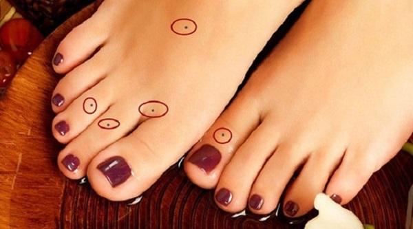 Xem tướng nốt ruồi ở chân: Ngón cái cực lộc, ngón giữa cần tìm cách hóa giải-2