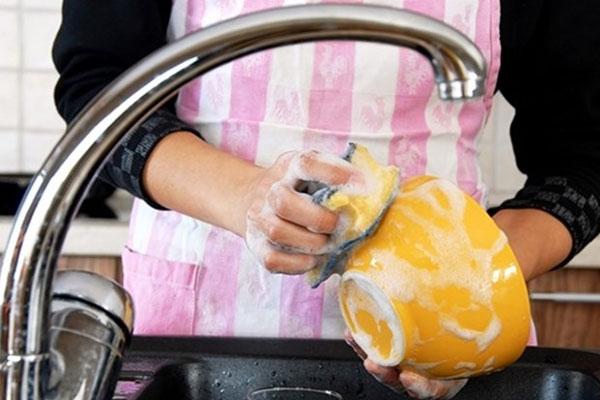 Những sai lầm tai hại khi rửa bát làm ảnh hưởng trực tiếp sức khỏe-1