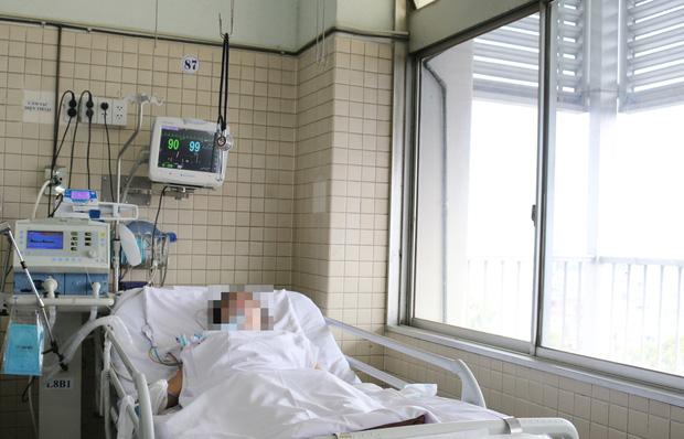 Vụ cháy nhà 3 tầng khiến người chồng tử vong ở Sài Gòn: Người vợ bị suy hô hấp, không tự thở được phải nhờ đến máy-1