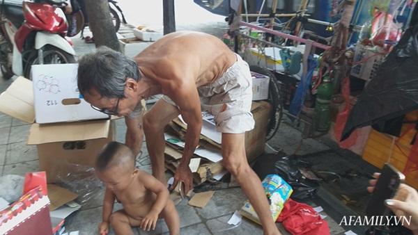 Xót xa bé trai hơn 1 tuổi mẹ đi tù, quanh năm trần truồng đi theo người đàn ông lạ ở Hà Nội-8