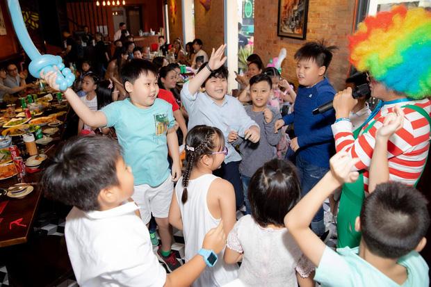 Tim và Trương Quỳnh Anh bất ngờ tái ngộ trong dịp sinh nhật con trai: Dù ly hôn nhưng vẫn giữ thái độ đáng ngưỡng mộ-4