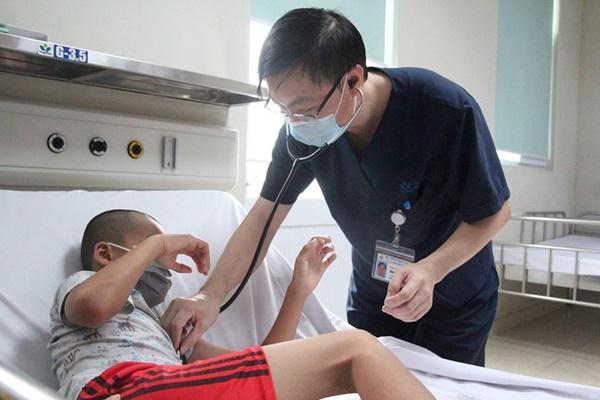 Tiêm thiếu mũi vaccine, trẻ bị viêm não Nhật Bản biến chứng nặng-1