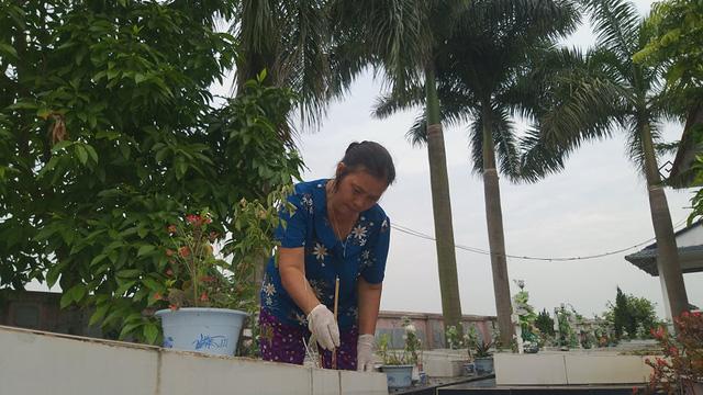 Gạt bỏ mọi đàm tiếu ác ý, người phụ nữ ở Hà Nội vẫn nhặt hàng vạn xác thai nhi về chôn ở ruộng nhà mình-1