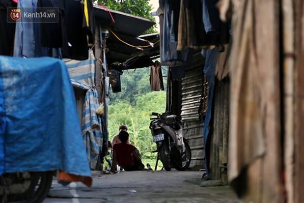 Người nghèo oằn mình trong căn phòng trọ bằng tôn cao chưa đầy 4m dưới nắng nóng 50 độ ở Hà Nội: Giữa trưa hơi nóng phả xuống không khác gì cái lò nướng cỡ lớn-14