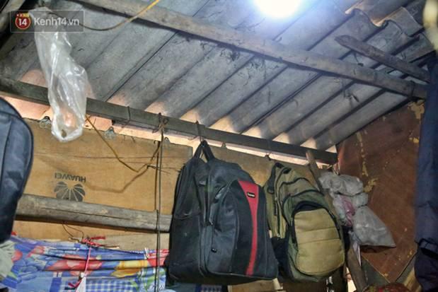 Người nghèo oằn mình trong căn phòng trọ bằng tôn cao chưa đầy 4m dưới nắng nóng 50 độ ở Hà Nội: Giữa trưa hơi nóng phả xuống không khác gì cái lò nướng cỡ lớn-6
