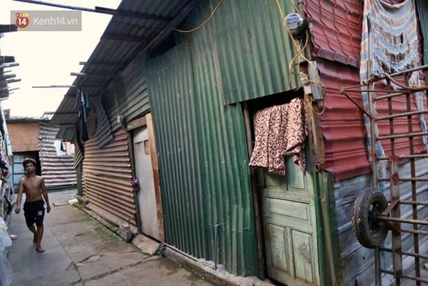 Người nghèo oằn mình trong căn phòng trọ bằng tôn cao chưa đầy 4m dưới nắng nóng 50 độ ở Hà Nội: Giữa trưa hơi nóng phả xuống không khác gì cái lò nướng cỡ lớn-9