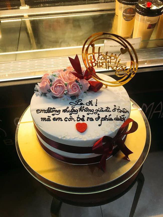 Bánh sinh nhật có lời chúc khiến chủ nhân bữa tiệc toát mồ hôi hột-1
