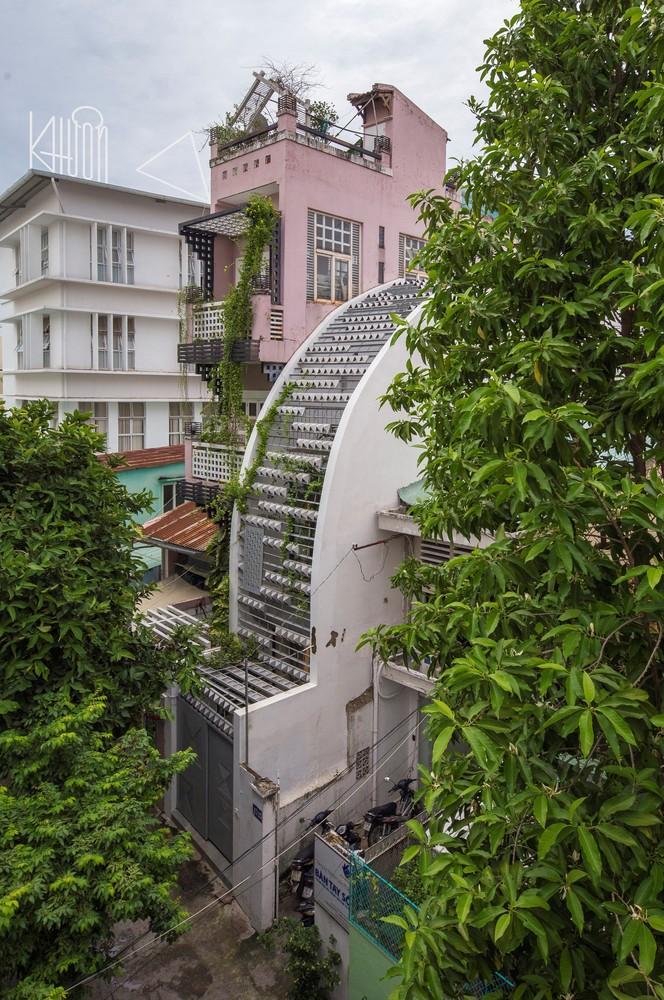 Ngắm ngôi nhà cong độc đáo giữa Sài Gòn-1