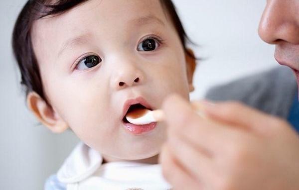 Bé 2 tháng tuổi bị xuất huyết não, mẹ sững sờ khi biết do thói quen ăn uống của mình-3