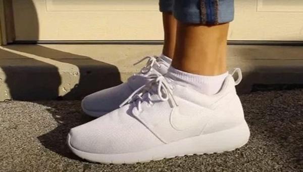 Mẹo làm sạch giày trắng như mới bằng kem đánh răng-4